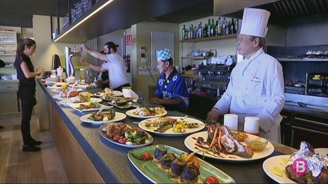 Els+restaurants+de+cuina+d%27altres+pa%C3%AFsos+s%27apunten+a+la+tend%C3%A8ncia+del+producte+de+proximitat