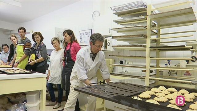 Ferreries+celebra+el+primer+taller+de+rebosteria+dirigit+a+nouvinguts