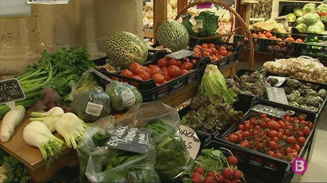 Els+placers+del+mercat+de+Ma%C3%B3+reobren+el+supermercat