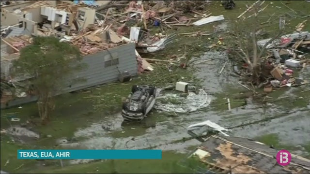 Dos+morts+i+desenes+de+ferits+en+un+temporal+a+Texas
