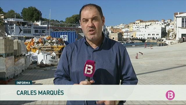 Els+restauradors+del+port+de+Ciutadella+es+neguen+encara+a+posar+para-sols+a+un+mes+que+acabin+les+obres