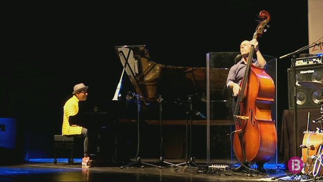 La+m%C3%A0gia+de+Gonzalo+Rubalcaba+Trio+arriba+al+Teatre+Principal+de+Ma%C3%B3