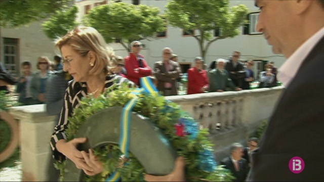 Flors+a+Jaume+II+en+homenatge+a+la+fundaci%C3%B3+d%27Alaior%2C+ara+fa+715+anys