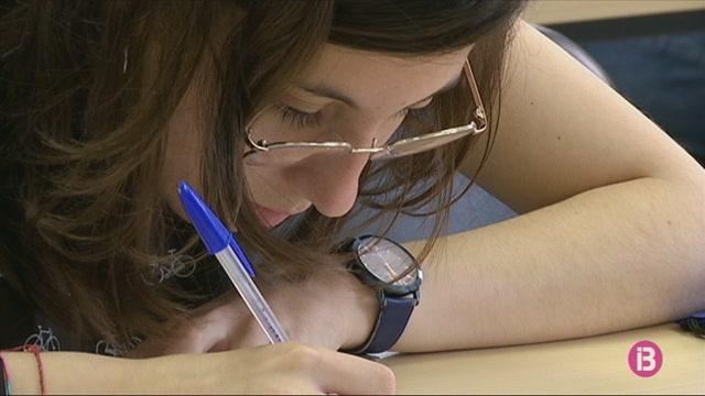 Cris+Juanico+llegeix+un+dictat+als+alumnes+de+l%27Olimp%C3%ADada+de+Llengua+Catalana