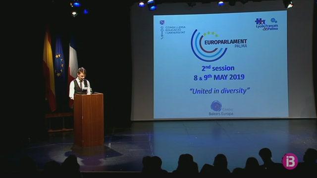 Vuit+escoles+recreen+a+Palma+l%27activitat+del+Parlament+Europeu