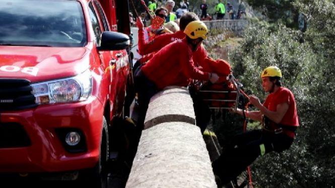 Els+Bombers+rescaten+un+turista+que+havia+caigut+d%27una+altura+de+10+metres+mentre+feia+una+foto