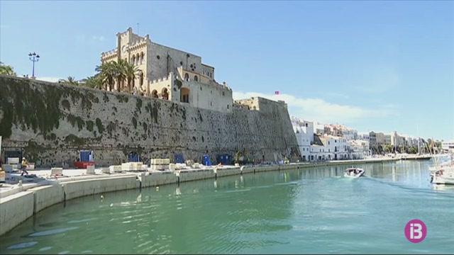 Els+restauradors+del+port+de+Ciutadella+encara+negocien+amb+l%27Ajuntament+els+metres+i+els+horaris+de+terrassa