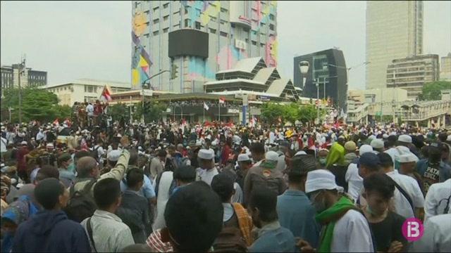 Sis+morts+a+Indon%C3%A8sia+a+les+protestes+contra+el+govern+electe+que+l%27acusen+de+frau