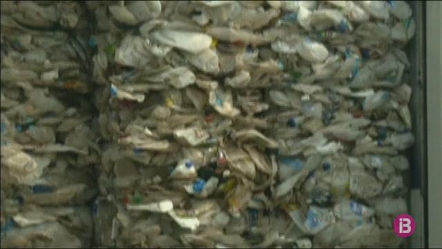Mal%C3%A0isia+torna3+mil+tones+de+pl%C3%A0stic+no+reciclables+als+seus+pa%C3%AFsos+d%27origen