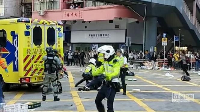 La+policia+dispara+amb+una+arma+de+foc+un+manifestant+a+Hong+Kong