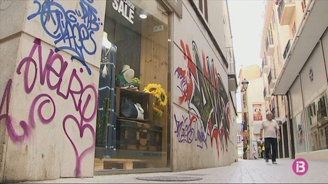 ARCA+inicia+una+campanya+per+combatre+les+pintades+vand%C3%A0liques+a+Ciutat