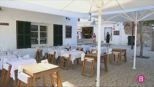 Les+terrasses+del+port+de+Ciutadella+s%27estrenen+sense+cobertes+i+amb+els+restauradors+descontents
