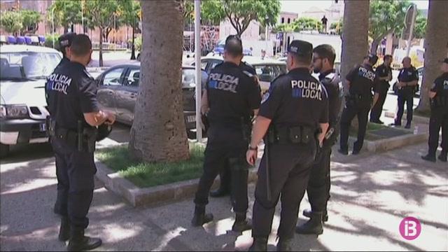 Els+sindicats+policials+pressionen+Ciutadella+per+les+condicions+dels+refor%C3%A7os+de+Sant+Joan
