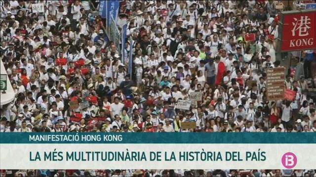 Multitudin%C3%A0ria+protesta+a+Hong+Kong+contra+el+projecte+de+llei+d%27extradici%C3%B3