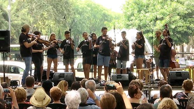 M%C3%BAsica+i+solidaritat+es+fusionen+al+Passeig+del+Born+amb+un+concert+d%27instruments+de+corda