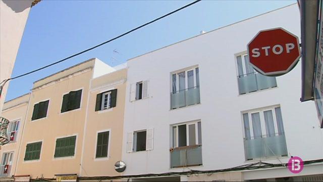 El+ve%C3%AFnat+del+carrer+Degollador+de+Ciutadella%2C+alarmat+per+les+constants+baralles