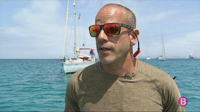 Cinc+embarcacions+a+Formentera+vigilen+que+els+vaixells+fondegin+sobre+arena+i+no+sobre+posid%C3%B2nia