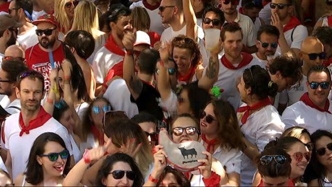 1.000+persones+es+posen+el+mocador+vermell+per+celebrar+el+Sant+Ferm%C3%AD+m%C3%A9s+mallorqu%C3%AD