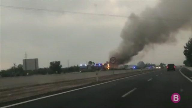 Un+autocar+s%27ha+incendiat+a+l%27autopista+d%27Inca+en+direcci%C3%B3+a+Palma