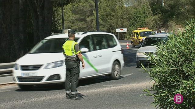 Quatre+persones+ferides+en+xocar+un+cami%C3%B3+contra+un+turisme+a+Eivissa