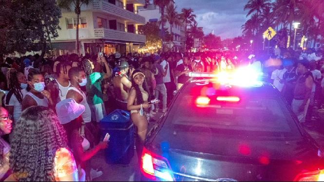Miami+Beach+imposa+el+toc+de+queda+davant+l%27allau+de+turistes