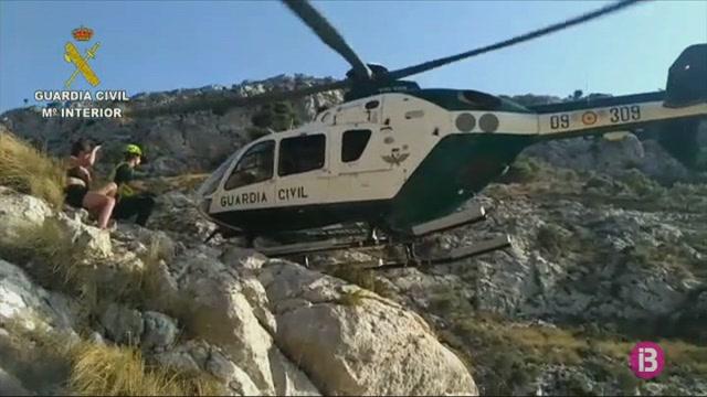 La+Gu%C3%A0rdia+Civil+rescata+tres+persones+amb+el+seu+helic%C3%B2pter