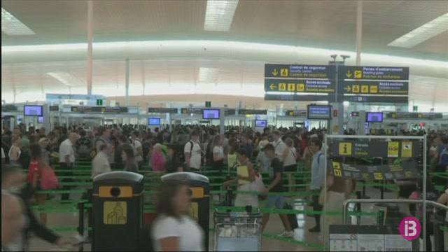 Els+treballadors+de+handling+de+l%27aeroport+de+Barcelona+reclamen+a+Iberia+seguir+amb+les+negociacions