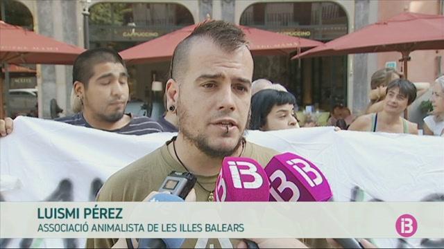 Protesta+antitaurina+per+demanar+que+no+se+celebri+la+correguda+del+divendres+a+Palma