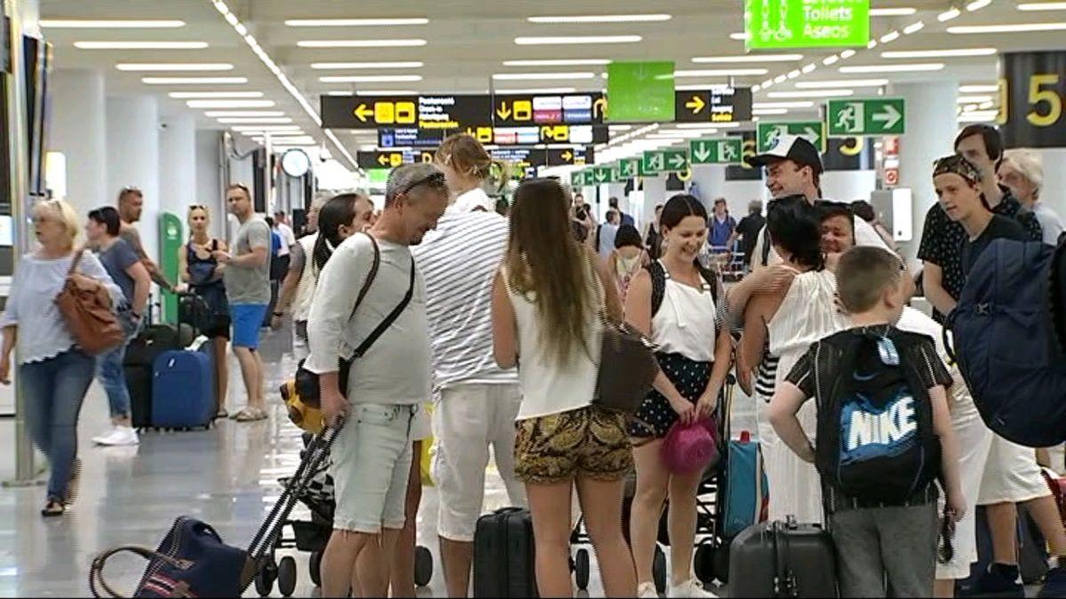 M%C3%A9s+de+900+mil+passatgers+omplen+aquest+cap+de+setmana+els+aeroports+de+les+Illes