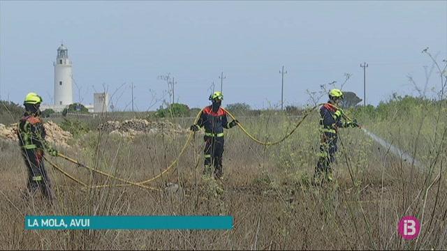 Ibanat+i+Bombers+apaguen+dos+incendis+a+Eivissa+i+Formentera+en+un+dia+amb+condicions+meteorol%C3%B2giques+extremes
