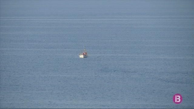 Els+pescadors+de+raors+de+l%27Illa+de+l%27Aire+es+desplacen+a+altres+punts+de+la+costa+menorquina