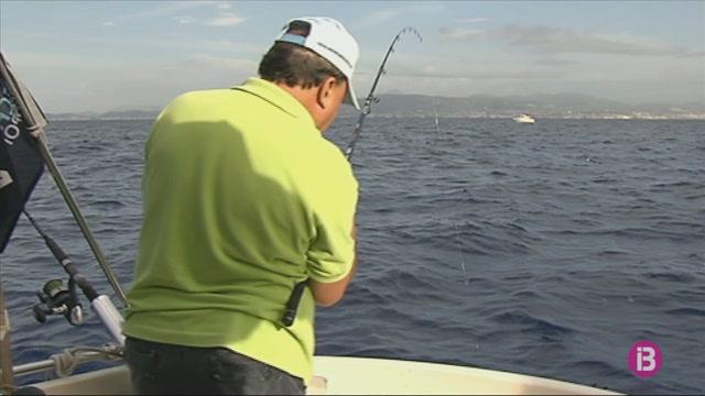 Els+pescadors+professionals+menorquins+reclamen+m%C3%A9s+control+a+les+barques+d%27aficionats