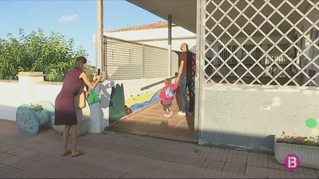 Menorca+arrenca+el+curs+amb+menys+alumnes%2C+per%C3%B2+m%C3%A9s+professors
