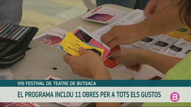 Llargues+cues+per+comprar+una+entrada+de+la+vuitena+edici%C3%B3+del+Festival+de+Teatre+de+Butxaca