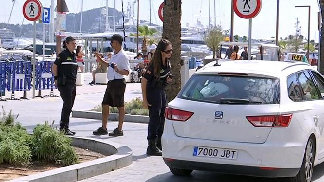 Els+taxistes+no+han+pogut+passar+als+molls+de+la+Marina