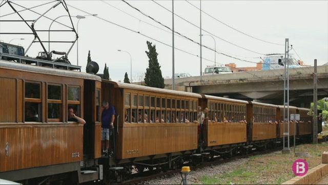 El+xoc+entre+el+tren+de+S%C3%B3ller+i+un+cotxe+provoca+importants+retencions