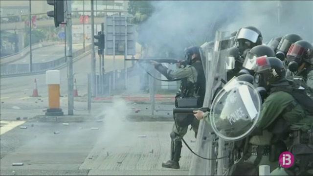 Enfrontaments+a+Hong+Kong+entre+policia+i+manifestants+durant+el+70+aniversari+de+la+fundaci%C3%B3+de+la+Xina+comunista