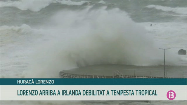 L%27hurac%C3%A0+Lorenzo+arriba+a+la+costa+nord-oest+d%27Irlanda+ja+debilitat