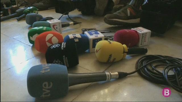 Una+trentena+de+periodistes+parlamentaris+protesten+a+la+Generalitat