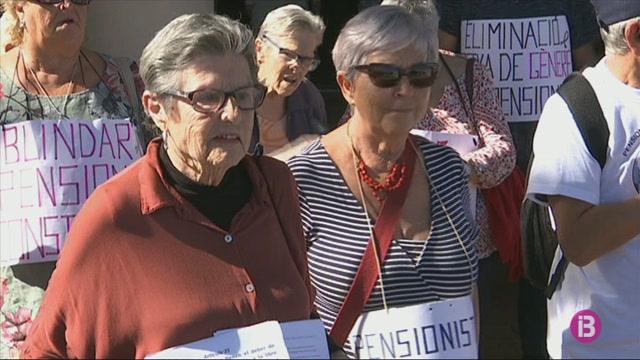 50+jubilats+de+Ciutadella+se+sumen+a+les+concentracions+de+protesta+per+les+baixes+pensions