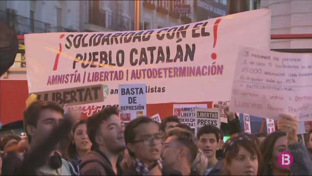 Les+protestes+contra+la+sent%C3%A8ncia+del+%26%238216%3Bproc%C3%A9s%27+arriben+a+la+Puerta+del+Sol