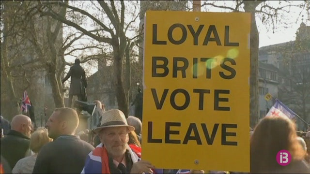 Johnson%2C+a+contra+rellotge+per+conv%C3%A8ncer+els+diputats+brit%C3%A0nics+que+donin+suport+al+Brexit