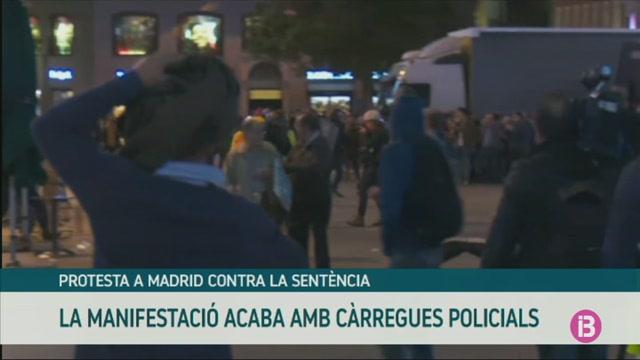 C%C3%A0rregues+policials+a+Madrid+durant+la+protesta+contra+la+sent%C3%A8ncia+del+proc%C3%A9s
