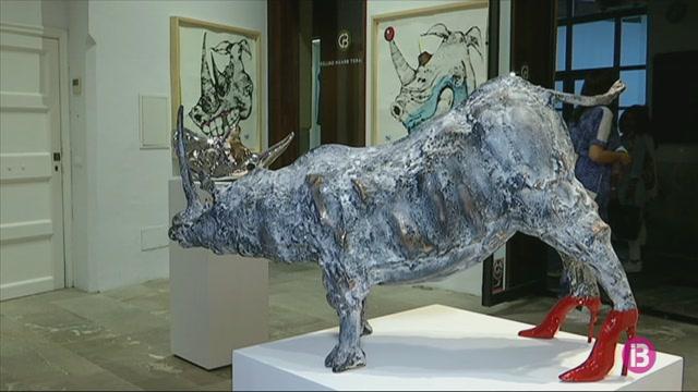Rinoceronts+amb+sabates+de+tac%C3%B3%2C+la+idea+trencadora+de+Rogelio+Olmedo