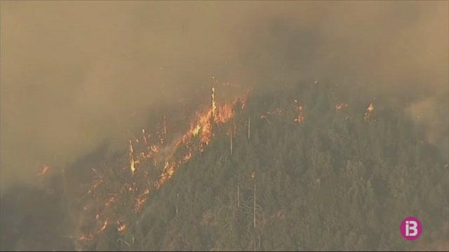 Centenars+de+milers+de+persones+continuen+evacuades+pels+incendis+de+Calif%C3%B2rnia