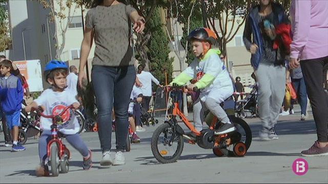 Un+dia+per+omplir+Eivissa+de+bicicletes