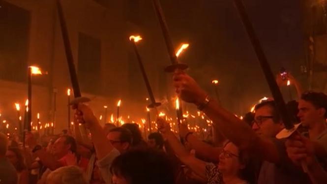 Les+marxes+nocturnes+marquen+l%27aniversari+de+l%271-O+a+Catalunya