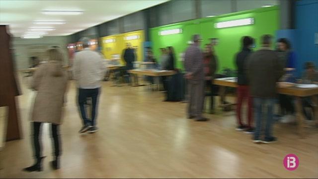 Els+votants+a+l%27estranger+decidiran+si+el+senador+de+Menorca+%C3%A9s+del+PP+o+del+PSOE