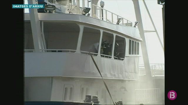 Autoritat+Portu%C3%A0ria+subhasta+per+153+euros+el+vaixell+incendiat+al+port+de+Ma%C3%B3+el+2011