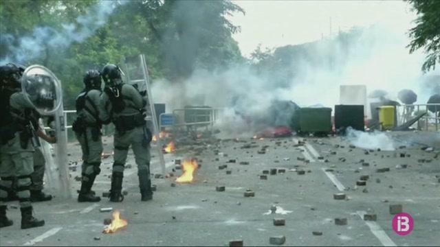 Un+altre+dia+de+protestes+a+Hong+Kong%2C+amb+enfrontaments+entre+manifestants+i+forces+de+seguretat